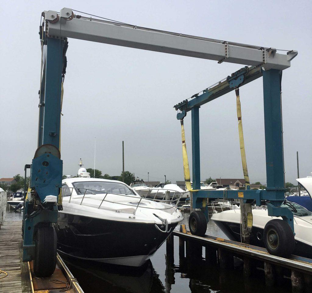 25-ton Travelift